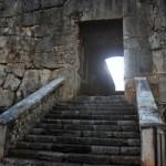 """CONCORSO """"MEGAL(M)ITI & MEGAL(M)ITICHE"""" – CAT 2 """"FOTOGRAFA IL MISTERO – Foto delle Mura Megalitiche della Ciociaria scattate da Manuela Guglielmi di Frosinone."""