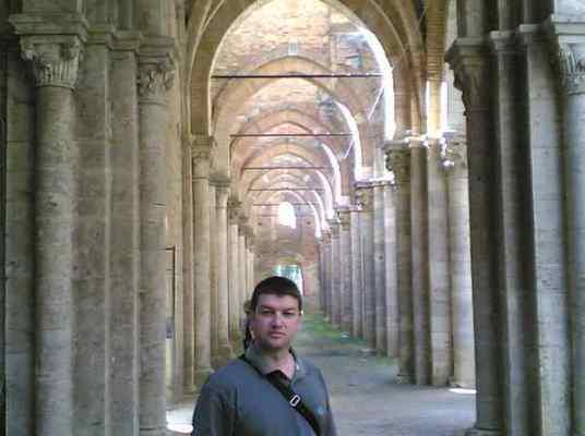 new_new_G Pavat dentro l'abbazia di S Galgano - 2005