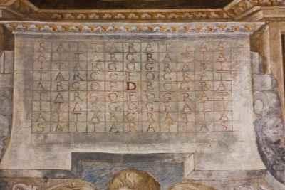 new_19 La scritta palindromica labirintica presente nella chiesa