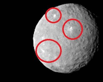"""Nei cerchi rossi le misteriose luci fotografate dalla sonda """"dawn"""