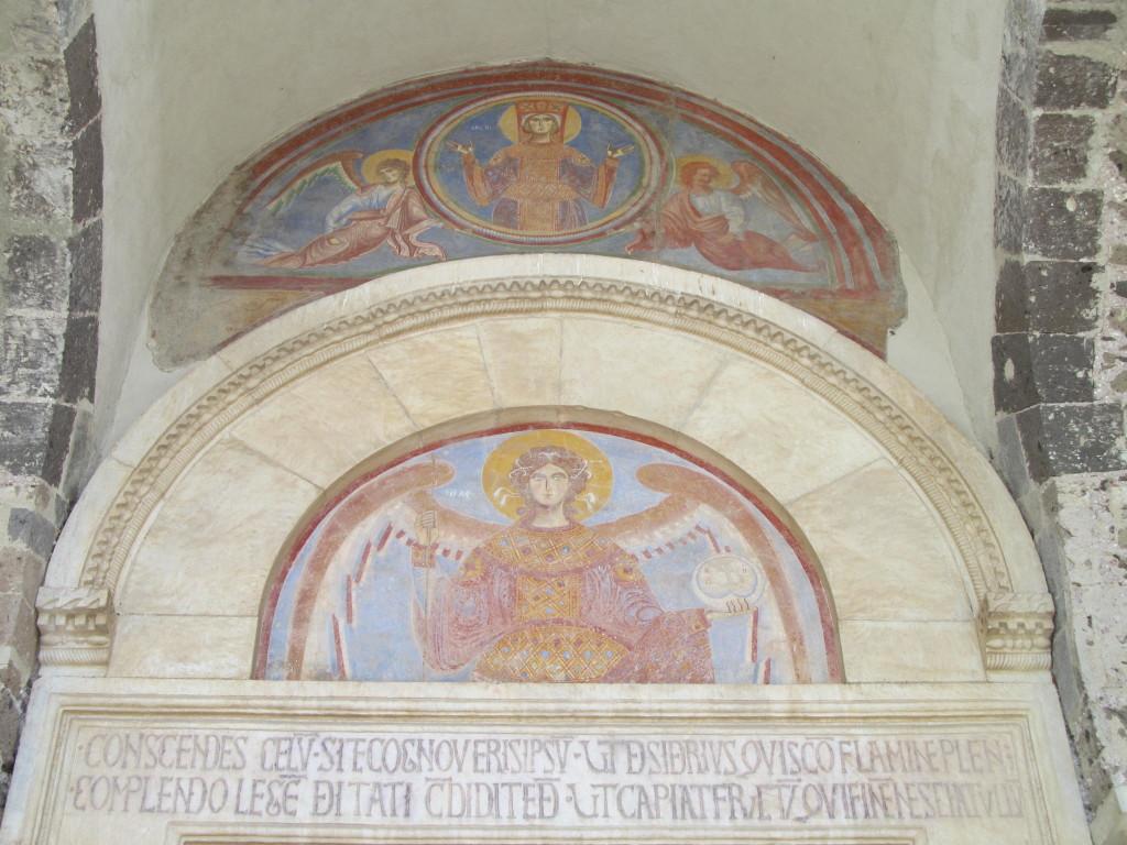 L'Arcangelo Michele nella lunetta della Chiesa - Foto Gaetano Colella