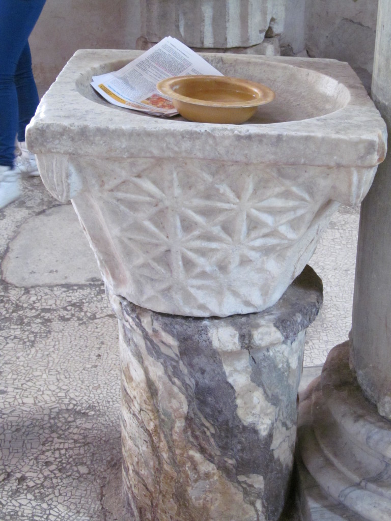 L'Acquasantiera di Sant'Angelo in Formis - Foto Gaetano Colella