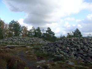 Cairns preistorici sulle colline di Vitlicke nel Bohuslan, Svezia sud-occidentale