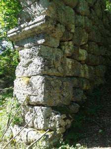 Un lato dell'Arco di Trevi