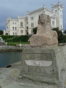 La Sfinge egizia nel parco del castello di Miramare a Trieste