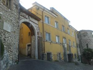 Ingresso del castello dei Conti di Ceccano - foto G. Pavat