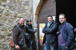 """Alcuni membri del """"Dream Team del Mistero"""" davanti all'ingresso del castello dei Conti di Ceccano - FR. Da sx: Tommaso Pellegrini, Adriano Forgione, Giancarlo Pavat e Giulio Coluzzi"""