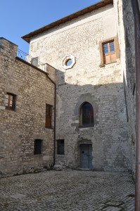13 Cortile interno del castello di Ceccano