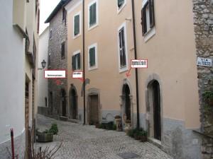 21 Corso Italia con evidenziati alcuni elementi architettonici