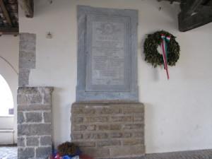41 Loggia dei Mercanti - Monumento ai Caduti