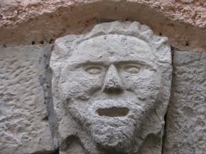 59 via Nazario Sauro - mascherone apotropaico