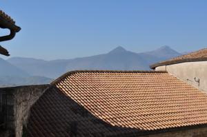 9 il monte Caccume visto dal castello