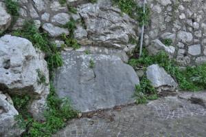 Blocco megalitico nel centro storico di Ceccano