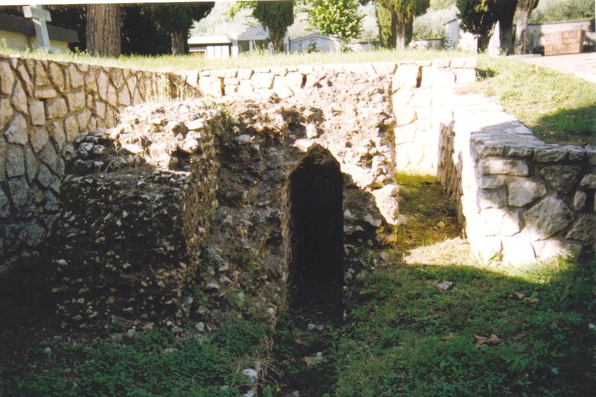 5 Piglio - resti romani nel cimitero - foto Pacetti