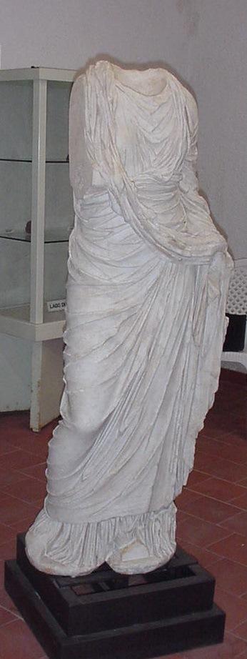 8 Piglio - Statua divinità femminile -foto Pacetti