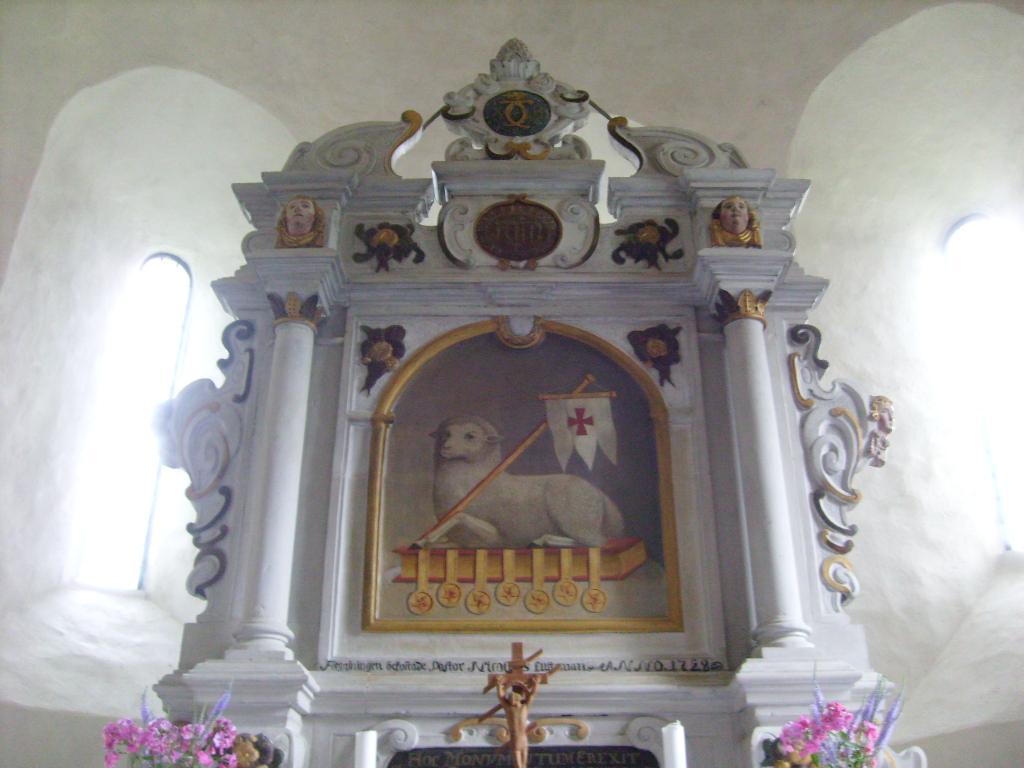 107 Altare con Agnello dell Apocalisse