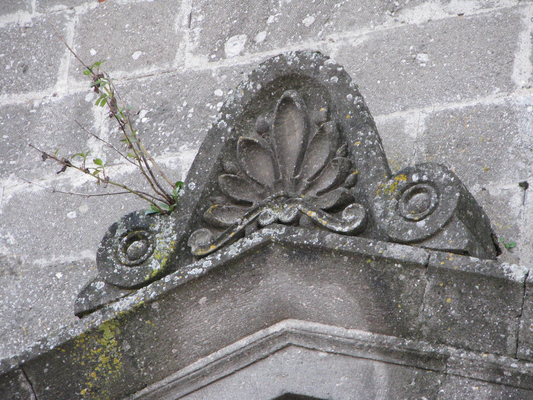 11 Patrica - Madonna della Pace -decorazione timpano