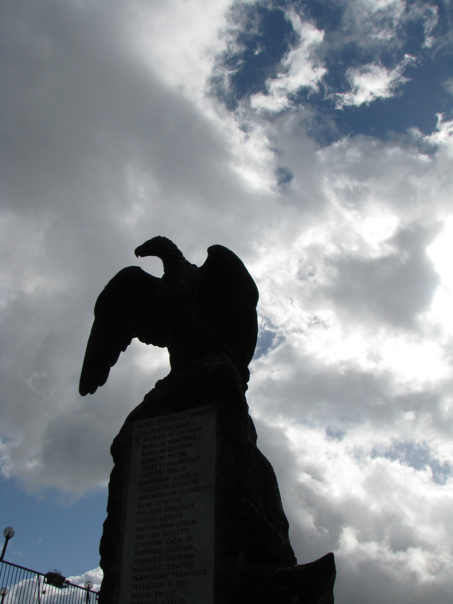 68 Monumento ai Caduti in piazza Vittorio Emanuele II