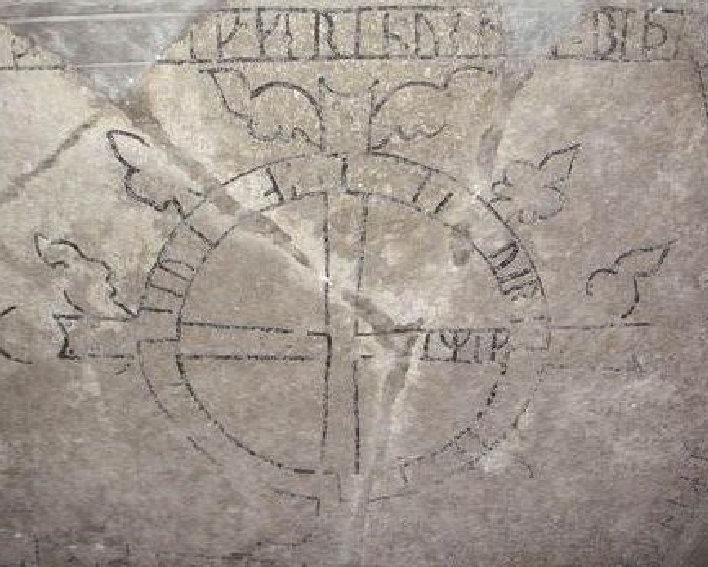 Croce cosmogonica all'interno della Lyekyrka a Gotland