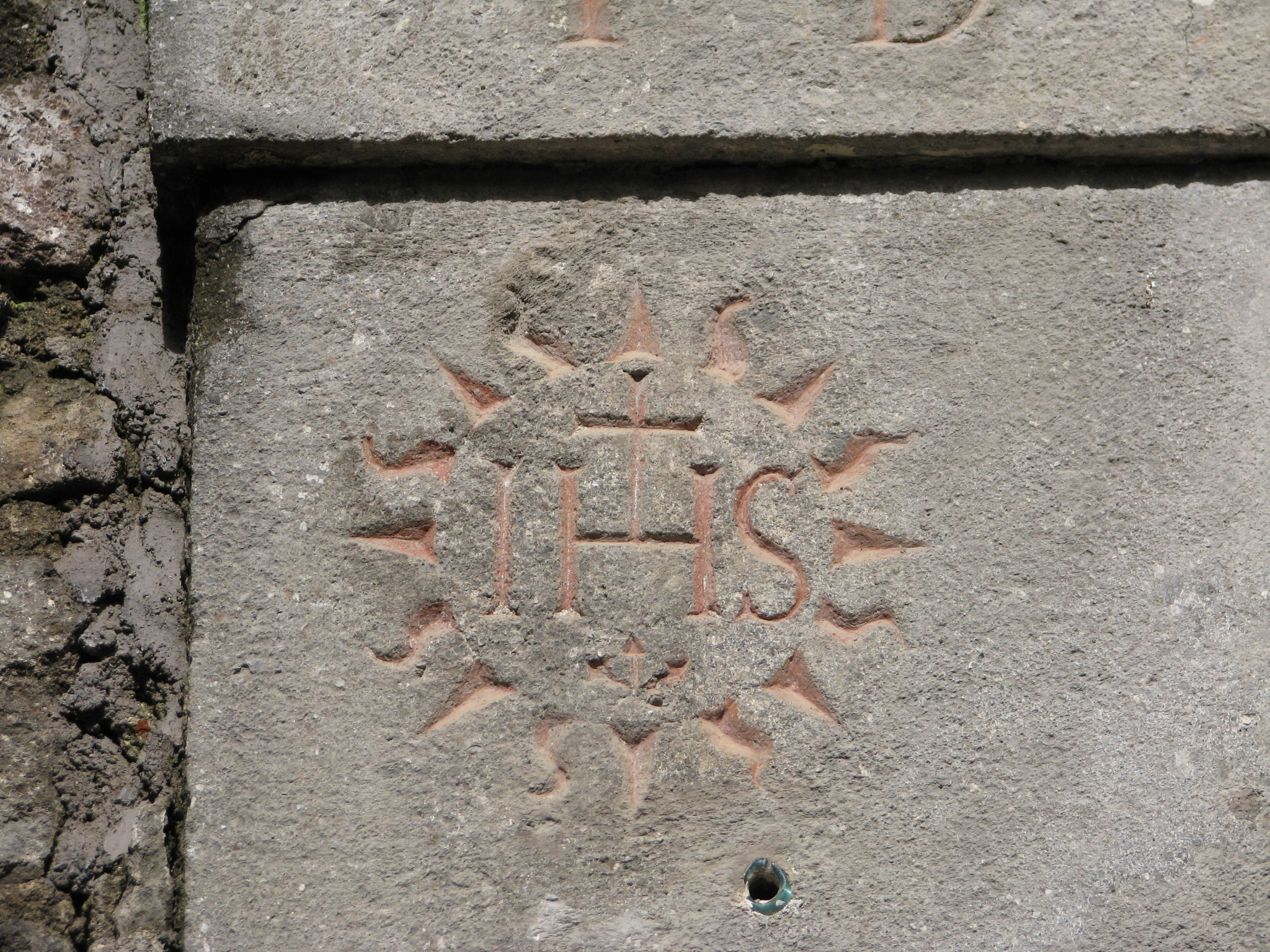 26 Simbolo IHS su portale canonica chiesa S Francesco Saverio