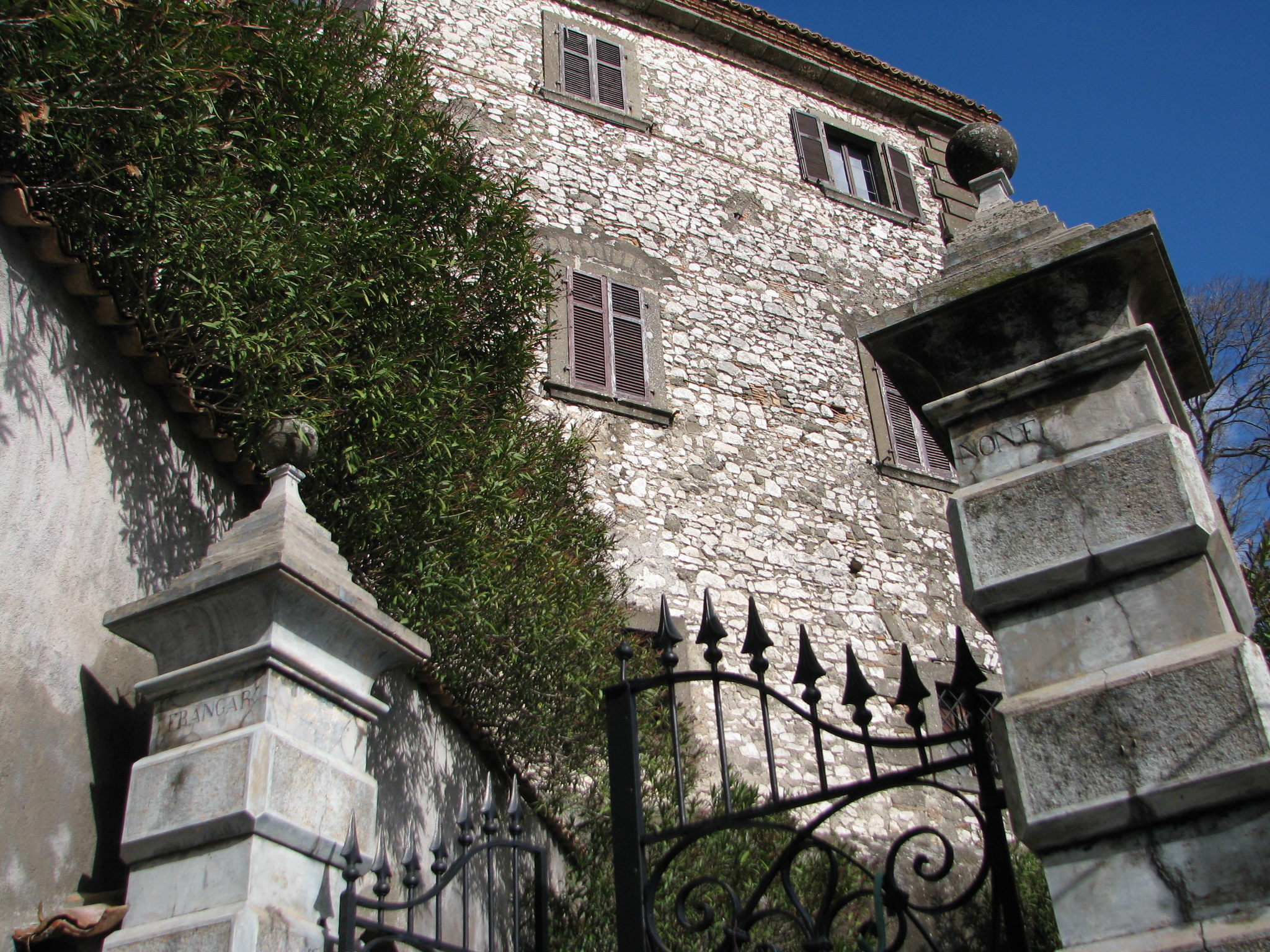 39 Ingresso palazzo Spezza