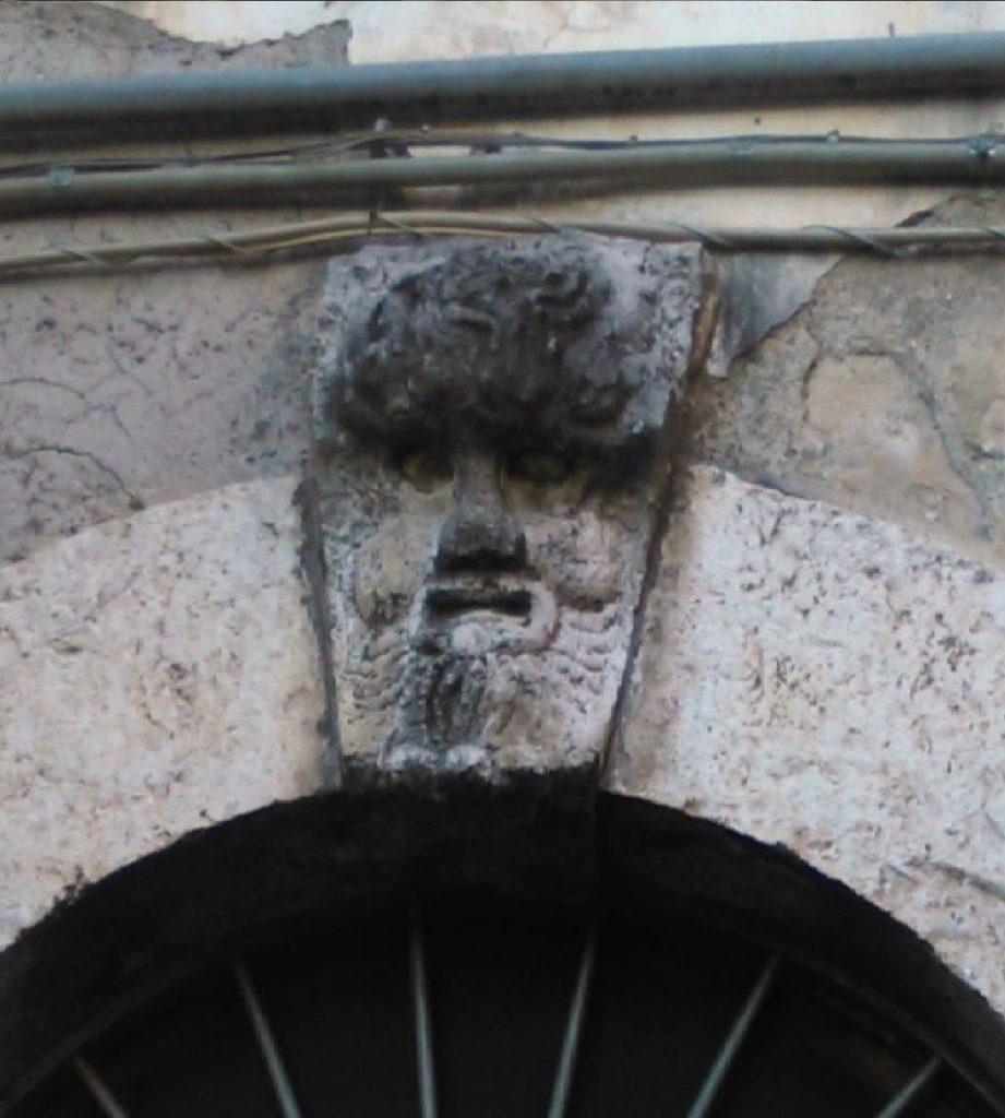 1 mascherone in via Dabbasso - foto Coppola