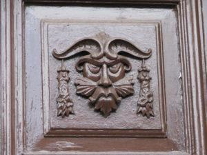 3 Portone al civico 1 piazz a Tommasini edificio parte integrante palazzo Gizzi - foto Pavat