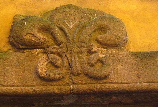Stemma portale palazzo Egidi-Diana1
