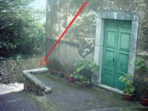 Punto in cui si trova la TC sul muretto del sagrato di S.Maria