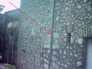 Muro laterale sx della chiesa S.Maria con indicata la posizione della TC