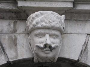2-panduro-palazzo-francol-in-via-crosada-a-trieste