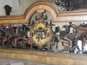 5 I Grifoni che reggono gli stemmi di Massimiliano e Carlotta