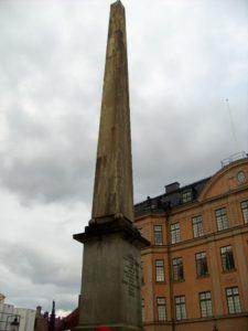 Stockholm - Obelisco di Louis Desprez eretto nel 1799 a fianco della Storkyrkan 2012