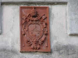 Stemma di Pio XI a Pisterzo (LT) – foto G. Pavat