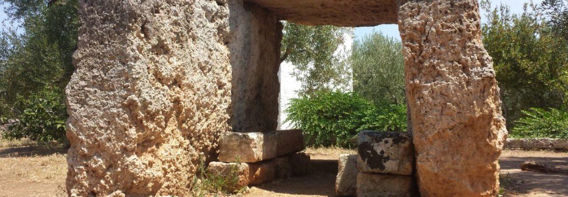 Puglia misteriosa. LE TAVOLE DEI PALADINI. Il dolmen di Montalbano (BR) di Domenico Marrazzo