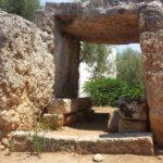 Puglia misteriosa – LE TAVOLE DEI PALADINI. Il dolmen di Montalbano (BR) di Domenico Marrazzo