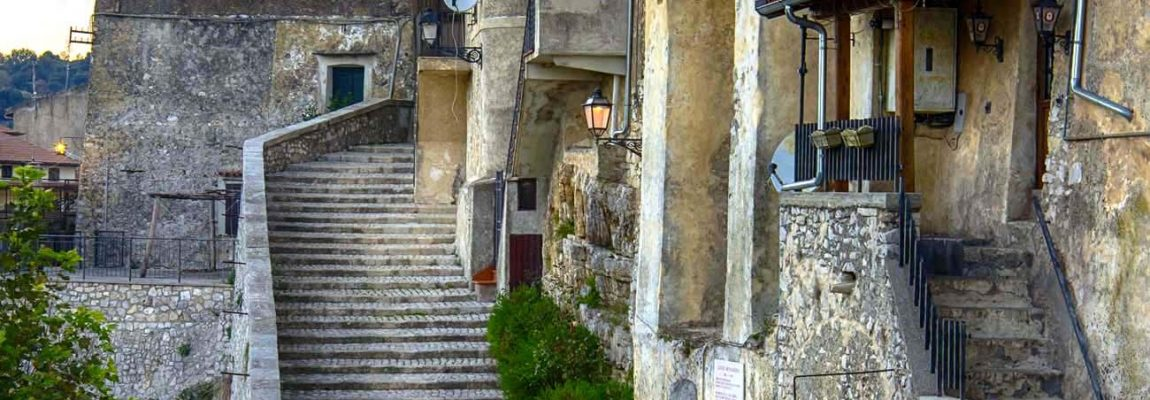 A Bassiano (LT), nel Santuario della Grotta del Crocifisso, curiosi casi di esadattilia, ma anche qualche 'mistero' templare… di  Lucio Mascetti