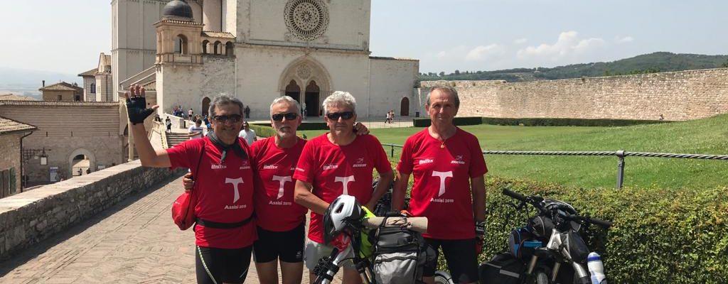 (Photo Gallery) Finalmente ad Assisi! Giunti a destinazione Cesare Pigliacelli e gli amici delle kickbikes di Frosinone.
