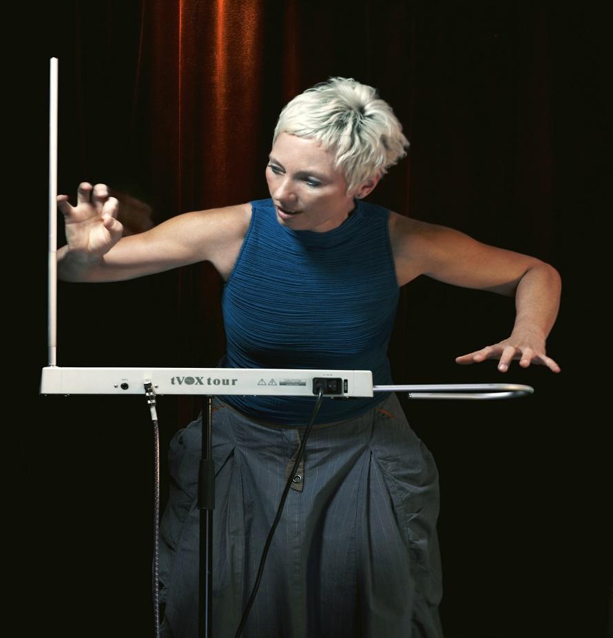 THEREMIN Barbara_Buchholz_playing_TVox